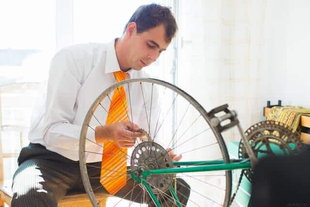 bike shop mechanic